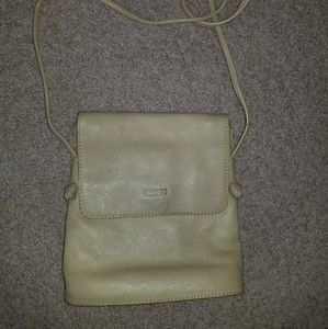 Kenneth Cole Reaction Bags - b8,218 Kenneth Cole Cream Cross Body Shoulder Bag
